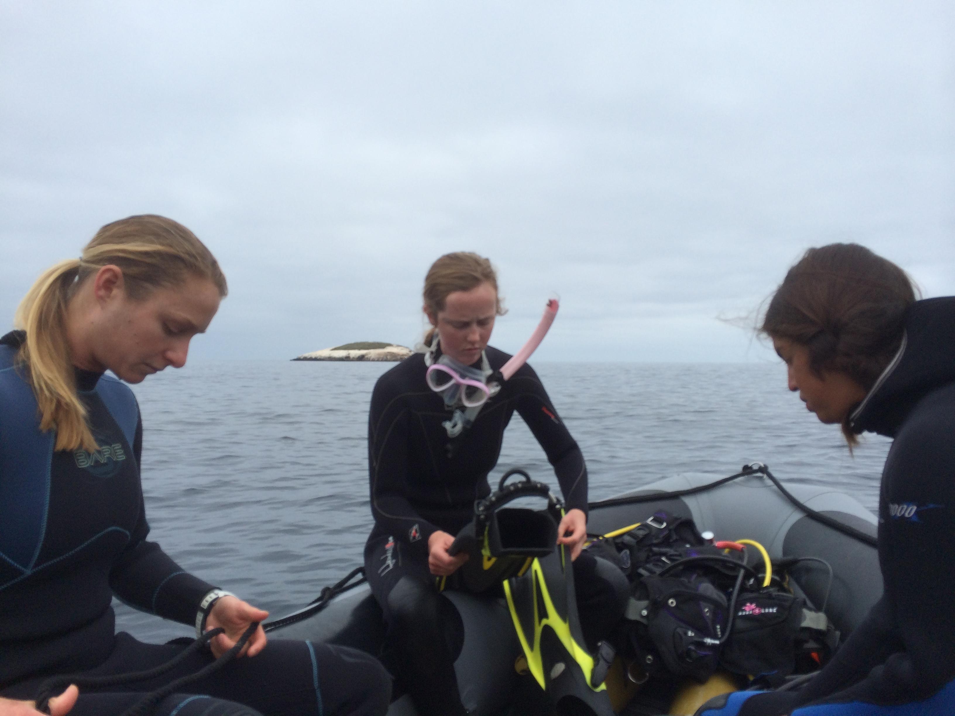 MLEL divers in boat.